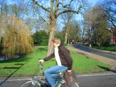 Bike paths go through beautiful parks and offer a quicker connection to the city center in Groningen, Netherlands. Image Credit: Zachary Shahan / Bikocity